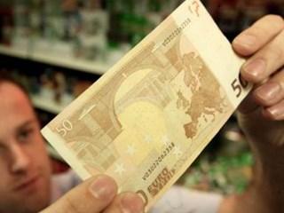 Vals geld aangeboden in Zwolle.