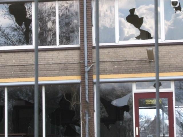 Vier jongens vernielen ramen oud dorpshuis
