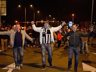 Supporters Heracles onthalen hun helden
