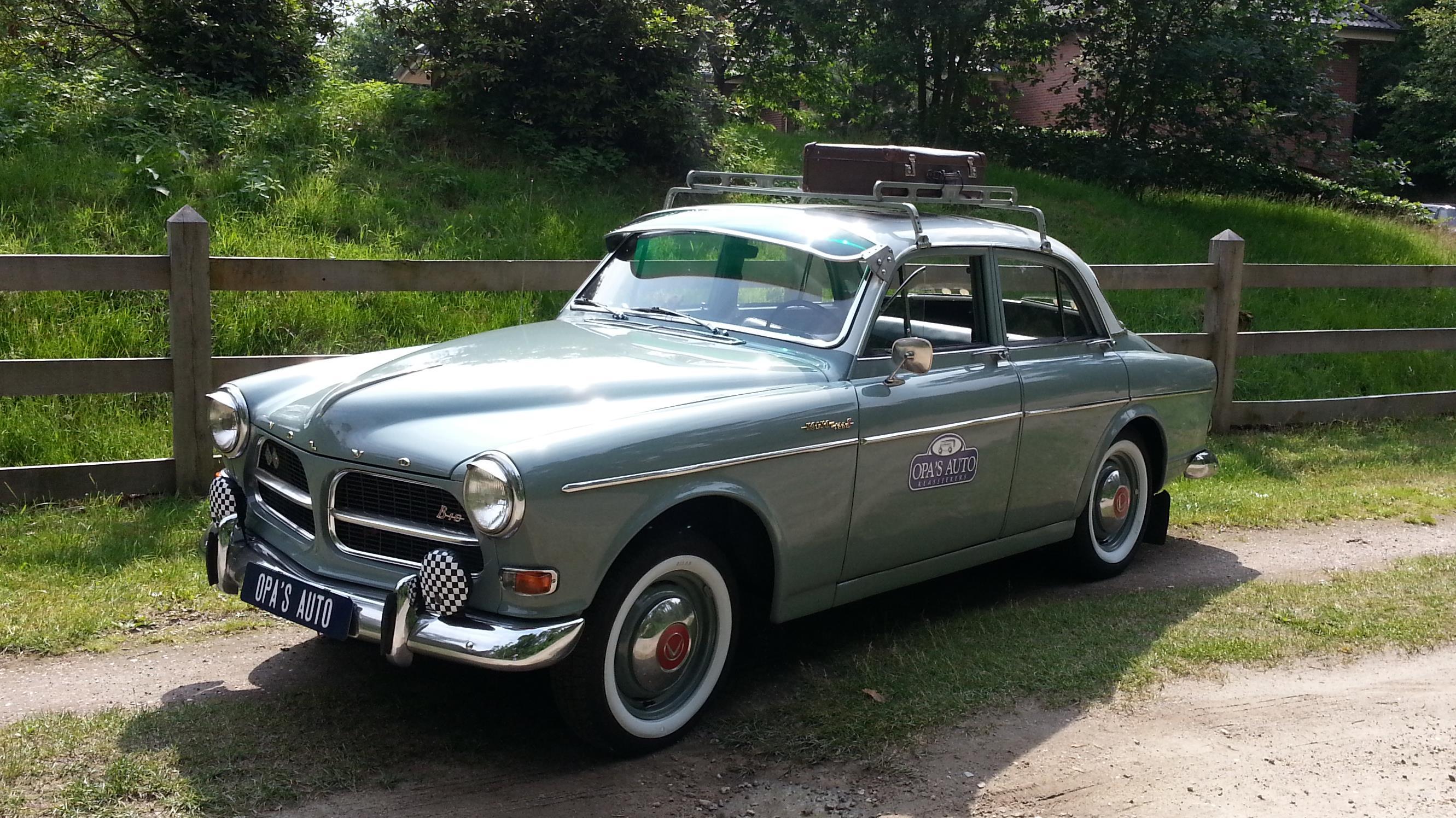 zes oldtimers van opa 39 s auto bij brand in enschede gespaard. Black Bedroom Furniture Sets. Home Design Ideas