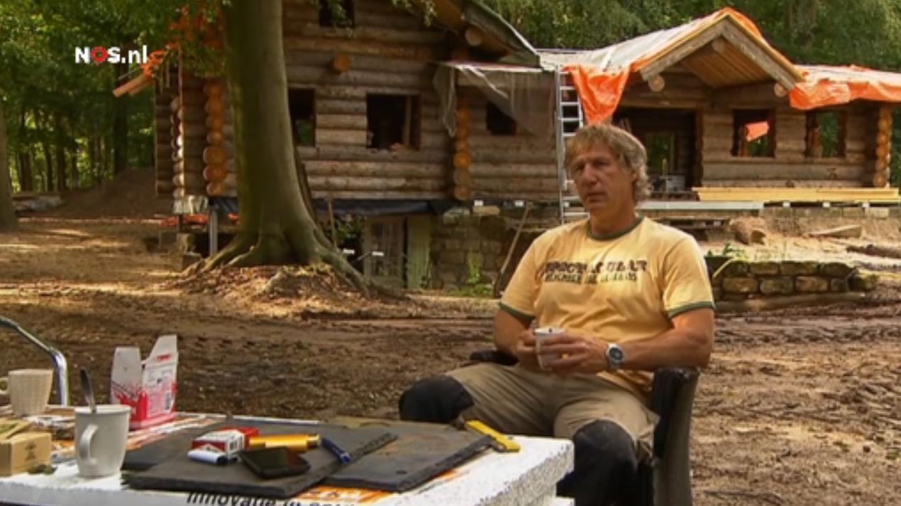 Tuinhuis tuinhuis 6 bij 3 : Gertjan Verbeek bouwt zelf een blokhut bij Dalfsen