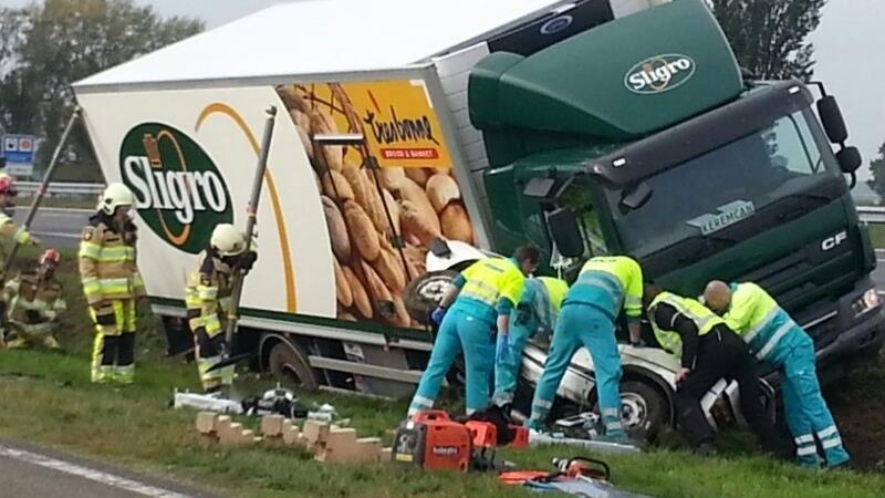 Ernstig ongeluk met auto en vrachtwagen op A28 bij Zwolle: www.rtvoost.nl/nieuws/default.aspx?nid=173769