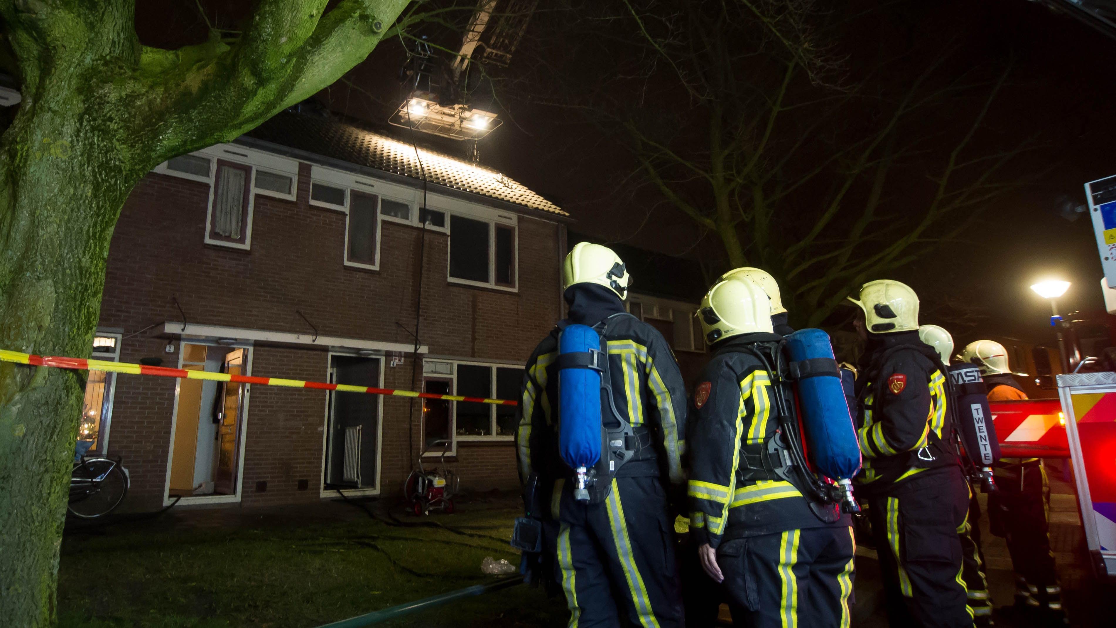 Woningbrand aan mezenstraat in almelo - Zolder stelt fotos aan ...