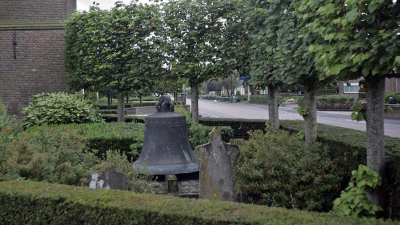 Een vergeten meesterwerk in de tuin van de grote kerk in for Tuin programma tv