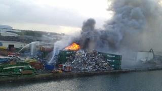 Brand bij schroothandel Regelink in Kampen
