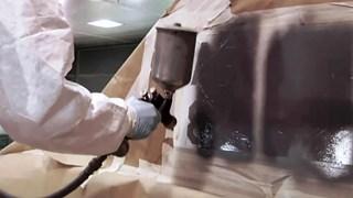 Spuiten met de giftige verf chroom-6