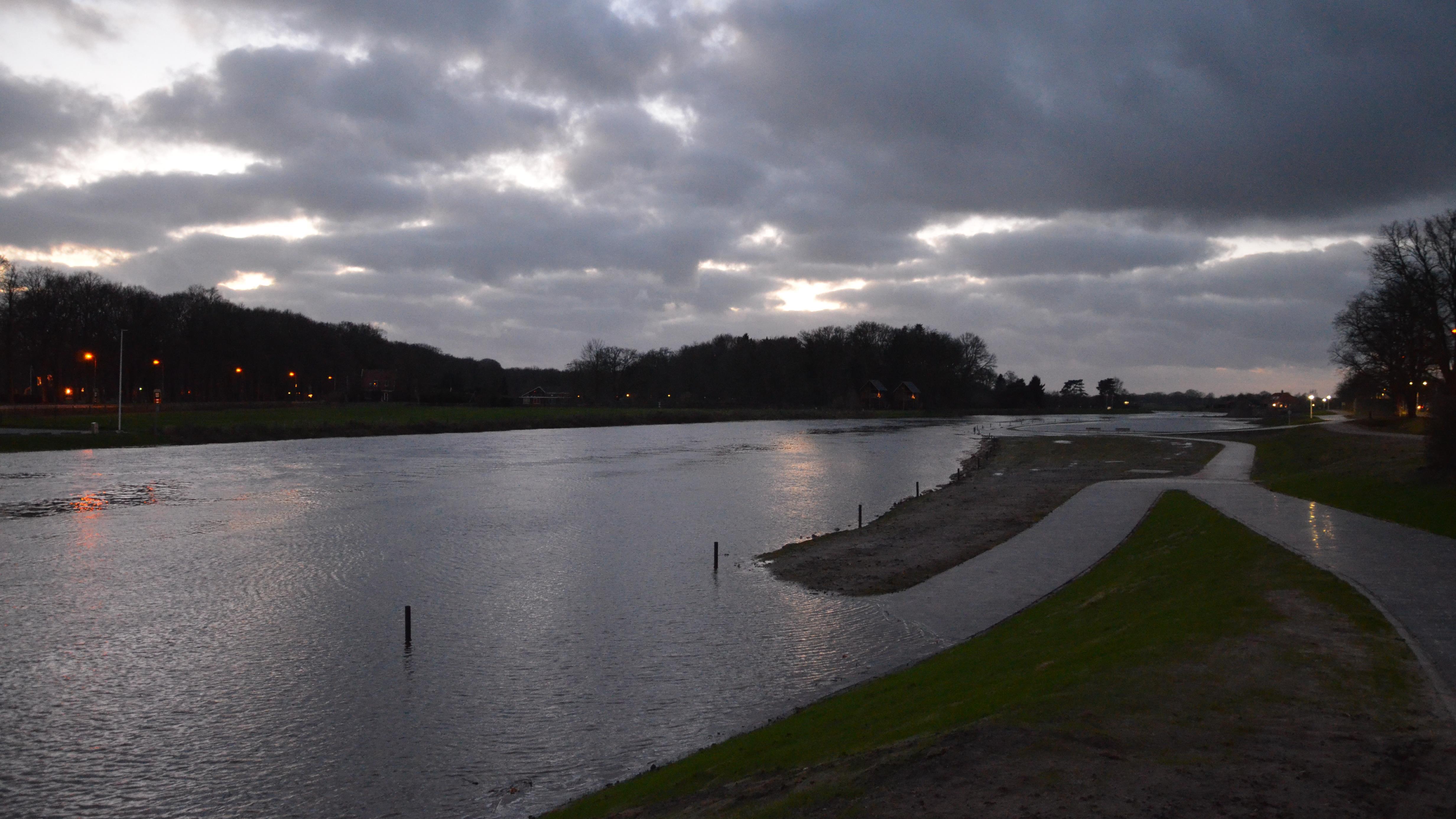 Hoog water in de Vecht, waterschap waarschuwt recreanten en ...
