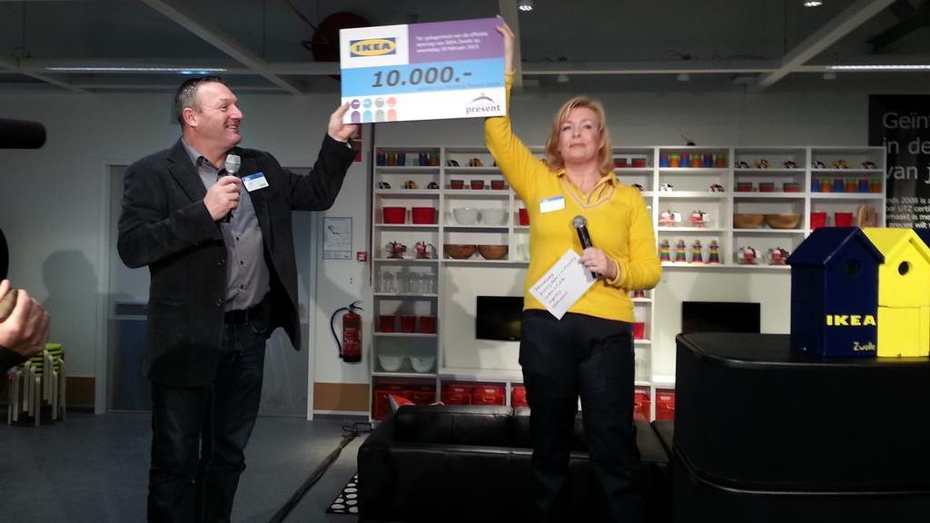 Torpkok Ikea :  tienduizend euro voor Stichting Present bij opening IKEA Zwolle