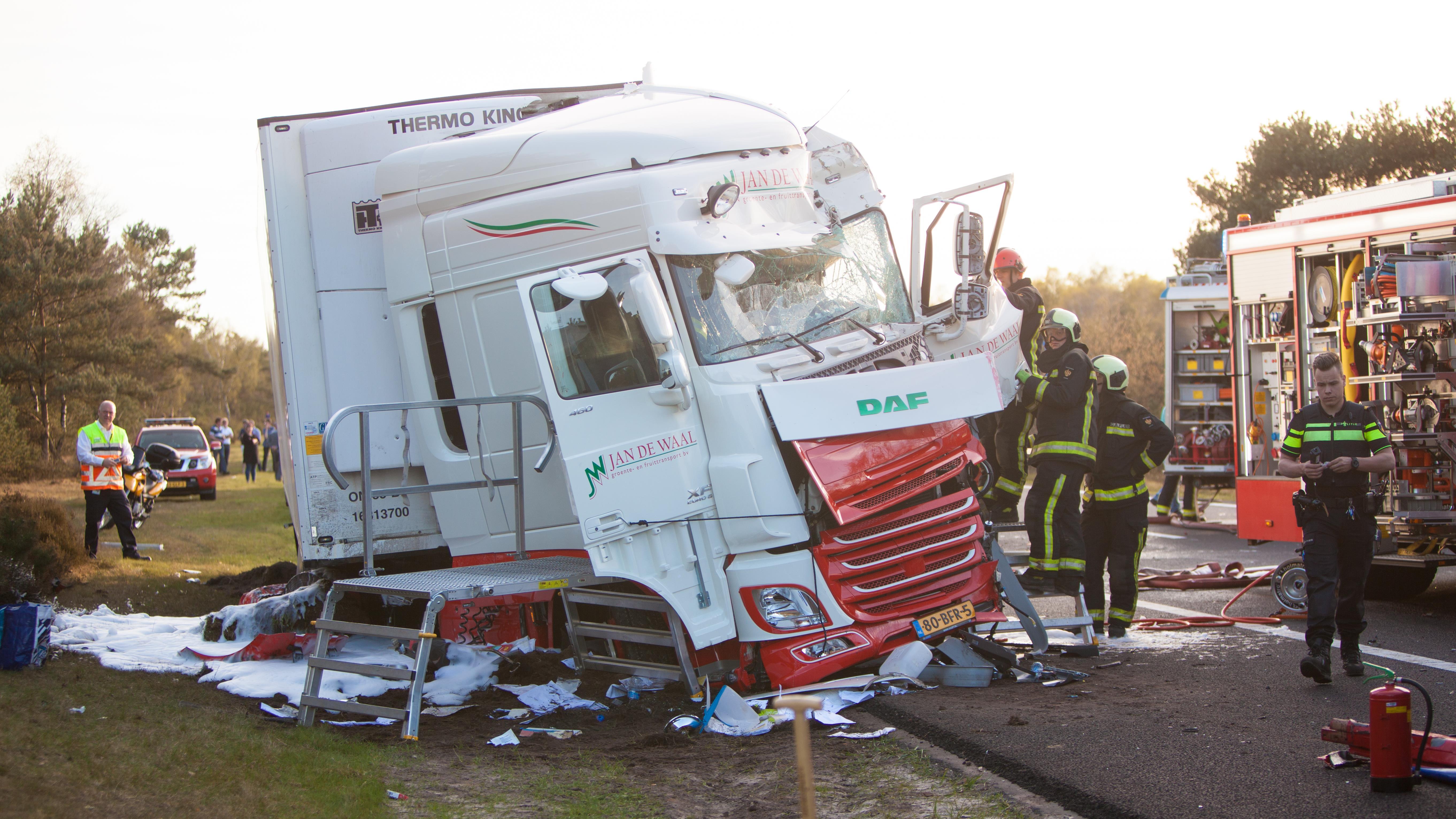 A28 richting Zwolle dicht na ongeluk, uren nodig voor ...