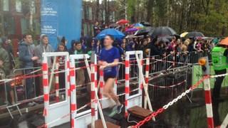 Natte finish van Batavierenrace in Enschede