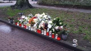 Bloemenmonument aan Zonstraat in Enschede