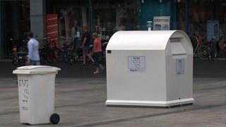 Kledingcontainer bij Primark in Enschede