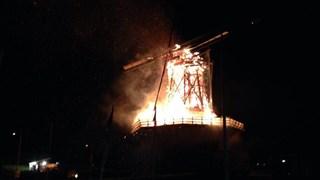 Oude Molen tussen Deventer en Terwolde gaat in vlammen op