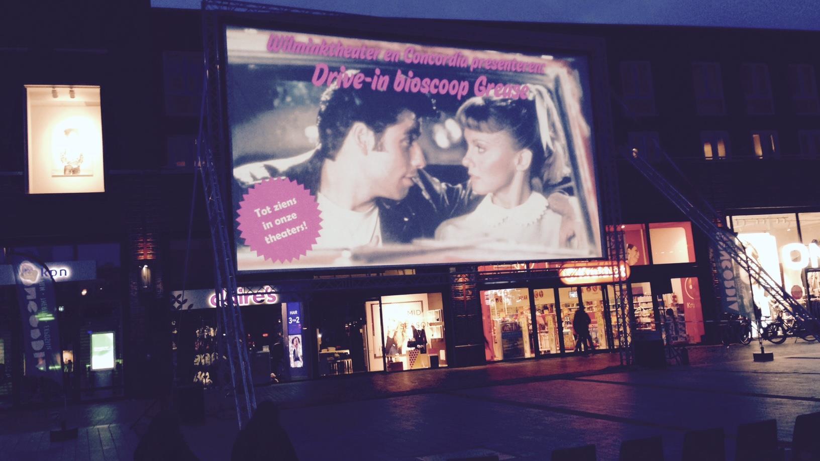 Veel belangstelling voor grease in drive in bioscoop enschede for Drive in bioscoop