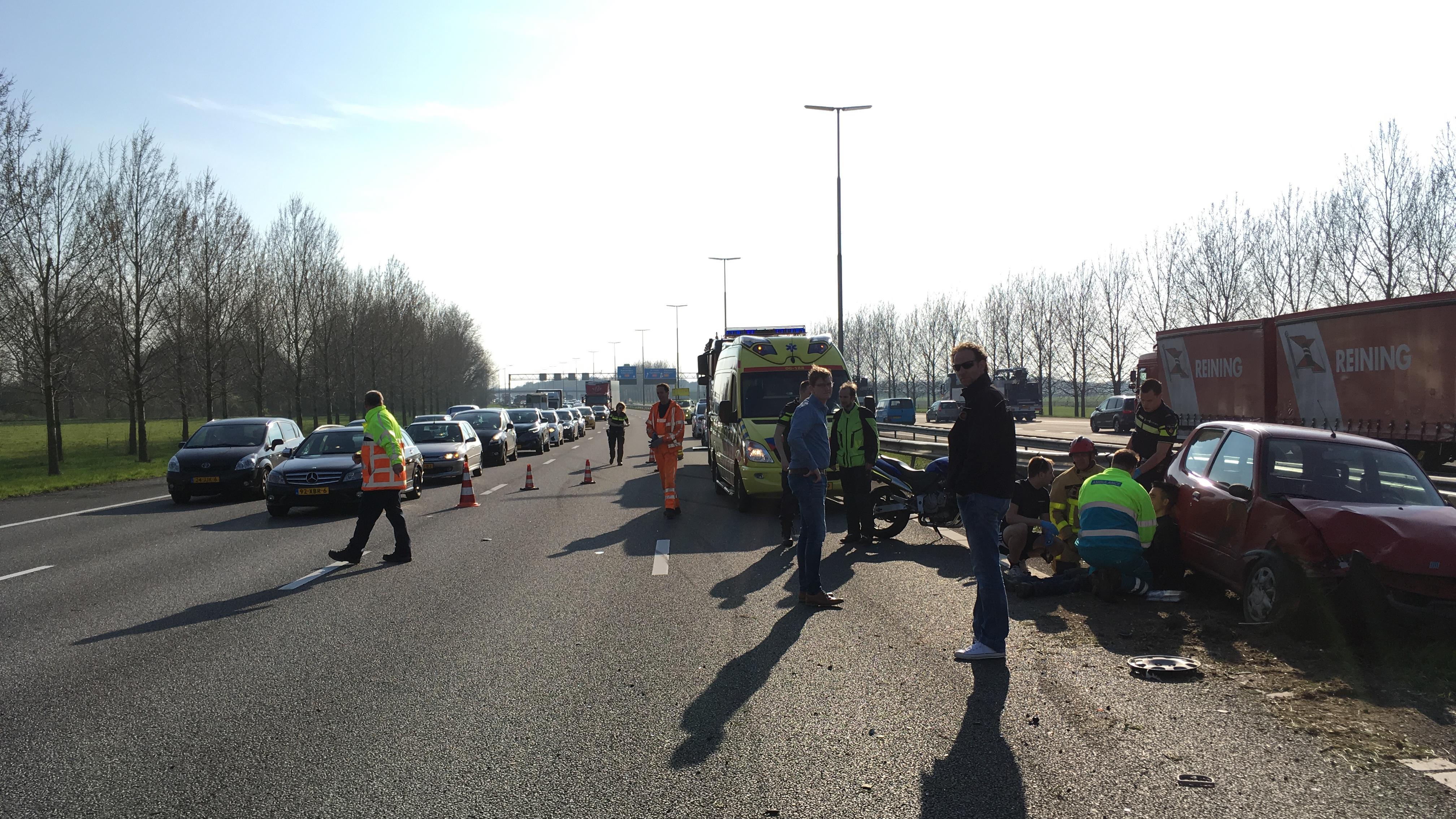 Ongeluk op A28 richting Zwolle; file van acht kilometer ...