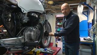 Eric Helmhout uit Losser bouwt voor het eerst een eigen motor