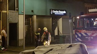 De politie zoekt getuigen van de brandstichting