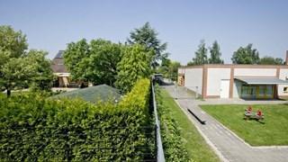 De woning van de familie Beernink ligt direct naast het kinderdagverblijf