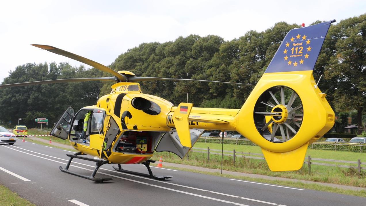 De traumahelikopter brengt een gewonde naar een ziekenhuis in ...: www.rtvoost.nl/nieuws/default.aspx?nid=252006&cat=1