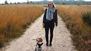 Iris ter Haar met hond Ollie
