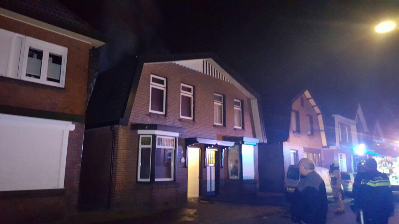 Brand in schoorsteen slaat over naar kamer in hengelo - Zolder stelt fotos aan ...