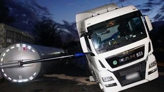 Vrachtwagen vol koffiebonen gekanteld bij Lichtmis