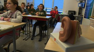 Kinderen krijgen voorlichting over gehoorschade