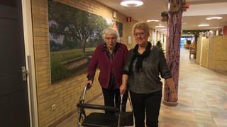 Betsie Wiggers met vrijwilliger