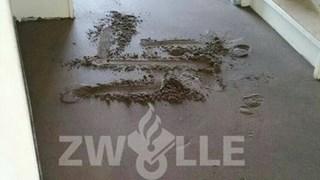 Hakenkruizen op vloer in Zwolle