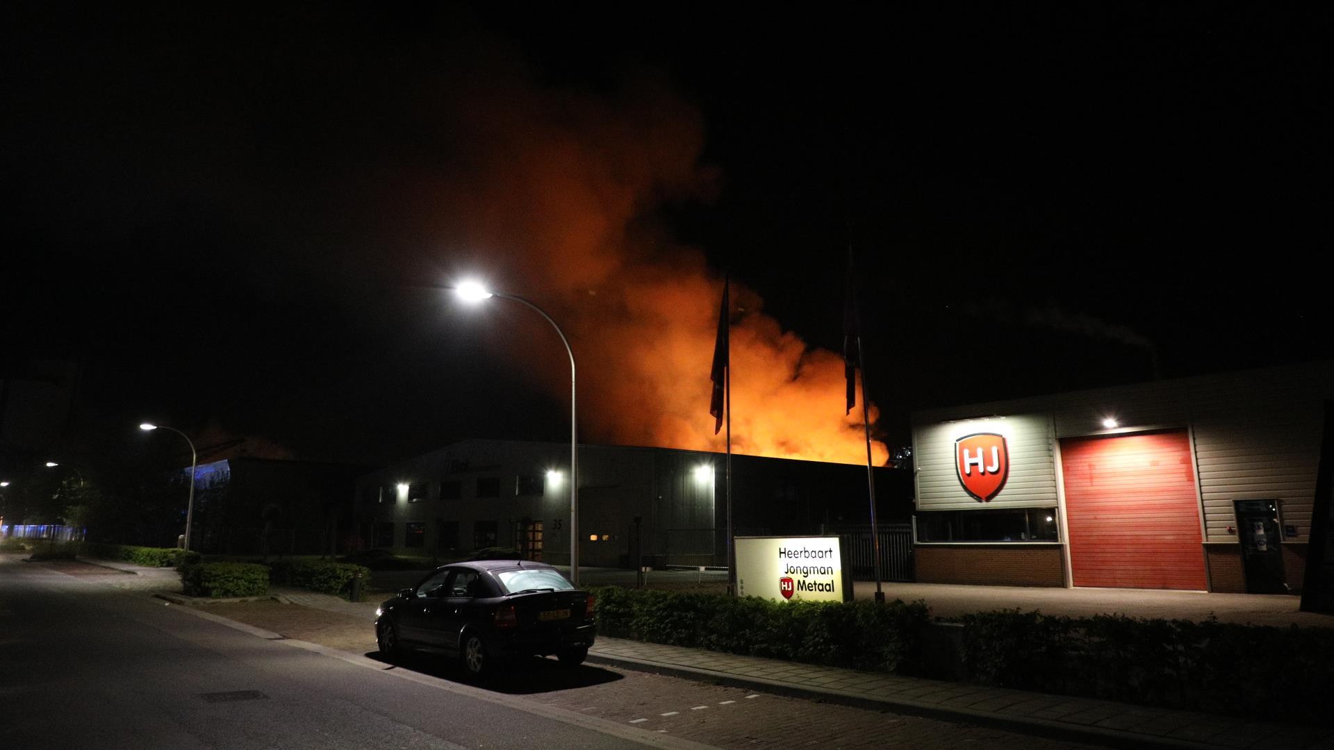 Tassen Hengelo : Sporenonderzoek na brand op industrieterrein in hengelo