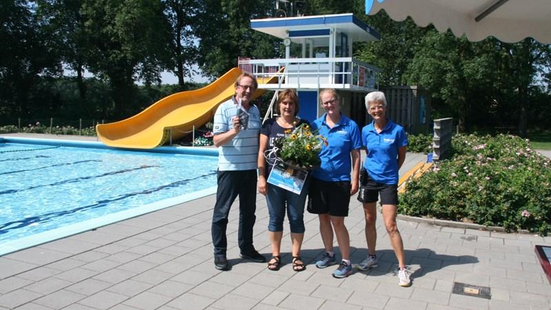Zwembad De Tippe in Heino verwelkomt 25.000e bezoeker - RTV Oost