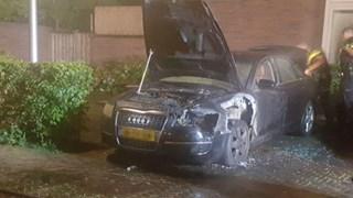 Auto zwaar beschadigd in Almelo door brand