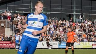 Stef Nijland viert de 0-1 van PEC Zwolle