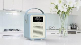 Win deze retro wekkerradio met DAB+ en Bluetooth