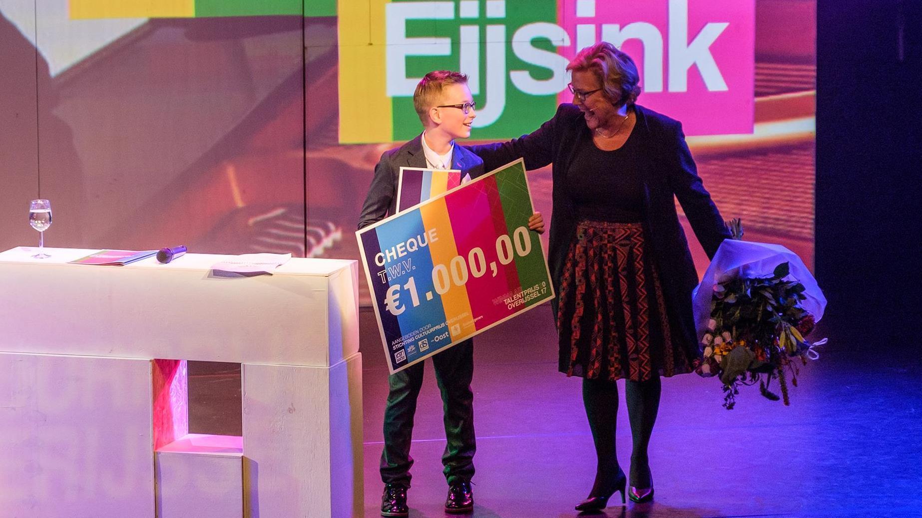 9-jarig pianotalent uit Hengelo enthousiast over brief Rutte