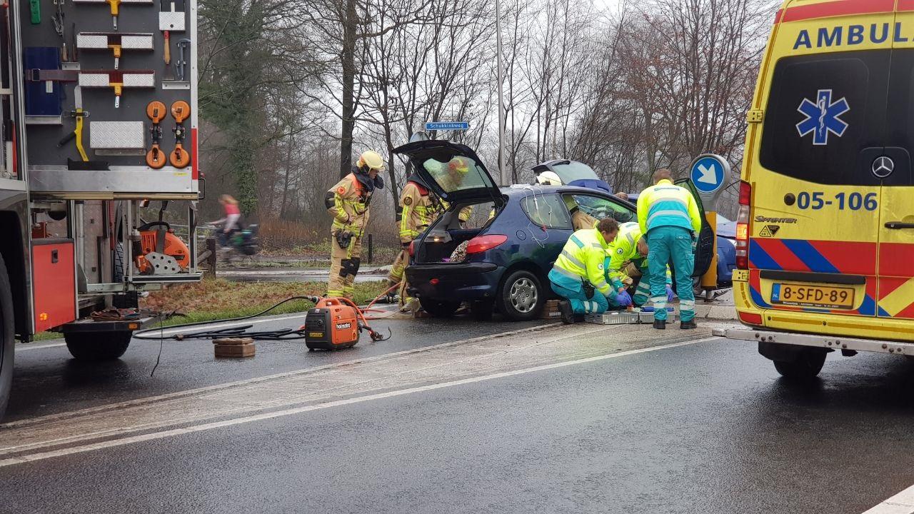 Twee gewonden bij verkeersongeval in Enschede.