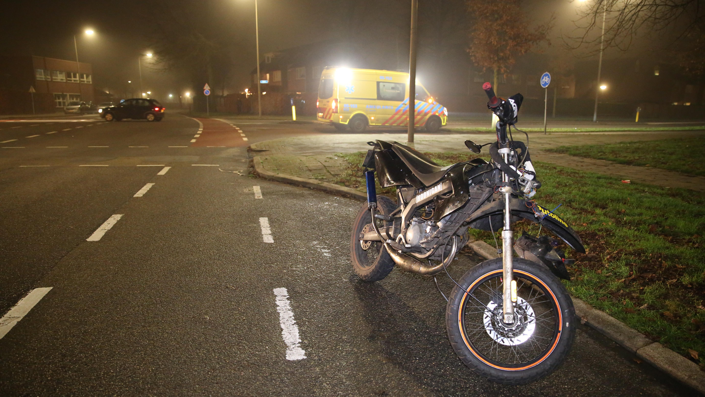 Brommerrijder gewond bij ongeluk met auto in Almelo.