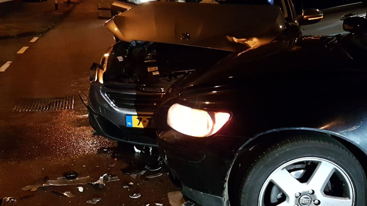 Botsing tussen twee autos in Hengelo.