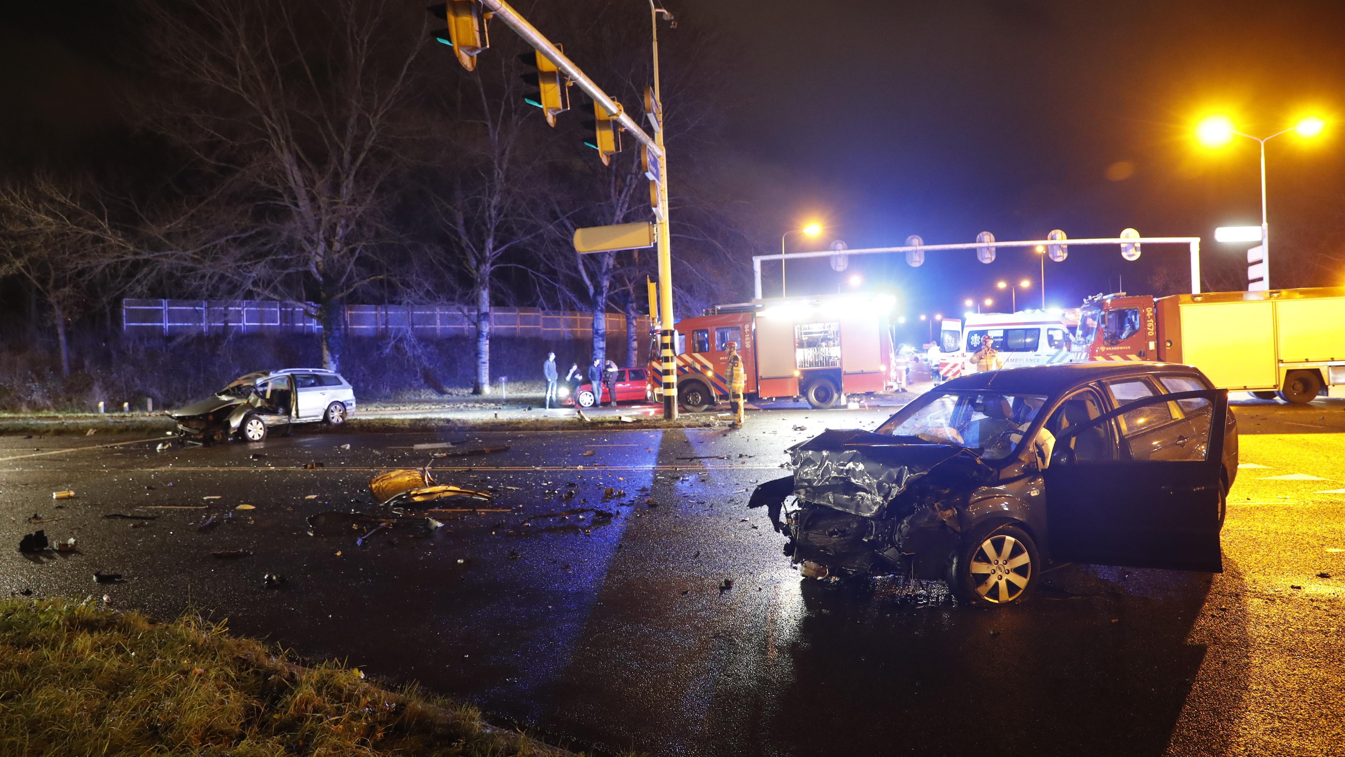 Ravage en gewonden bij botsing in Zwolle.