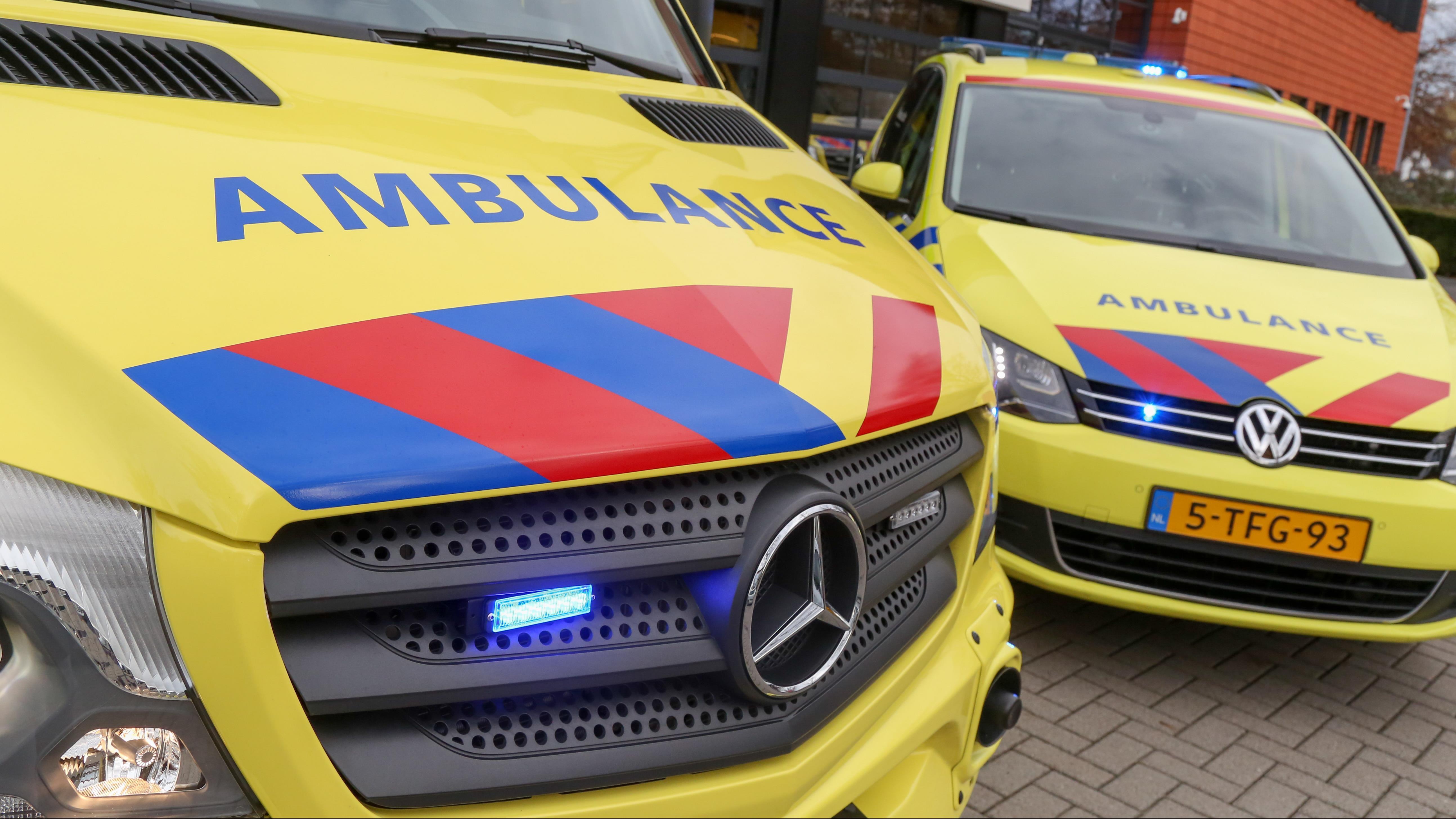 Fietser naar ziekenhuis na aanrijding in Deventer.