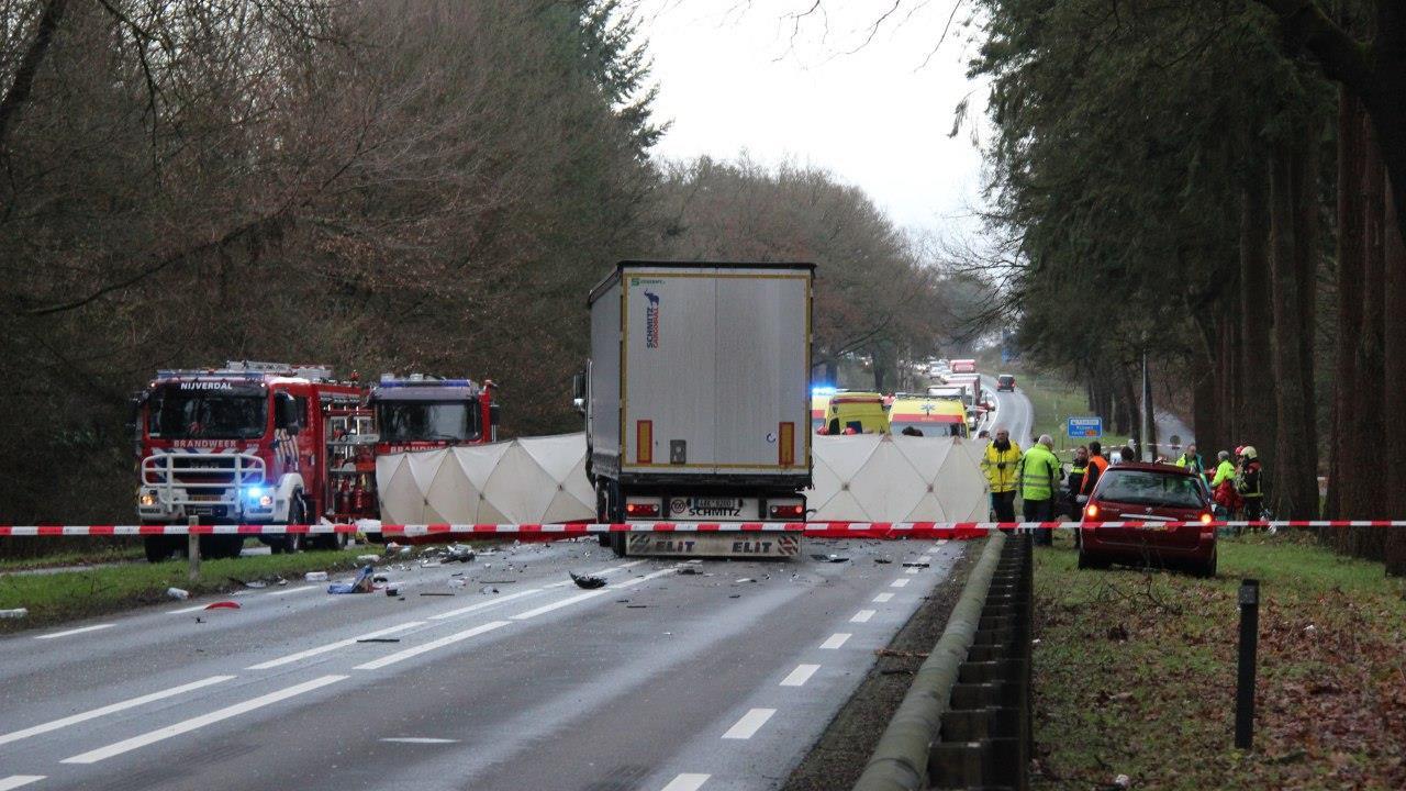 Dode en gewonde bij ernstig verkeersongeluk op N35.
