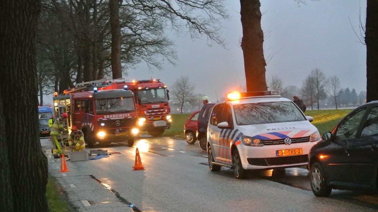 Twee automobilisten gewond bij ongeluk in Dalfsen.