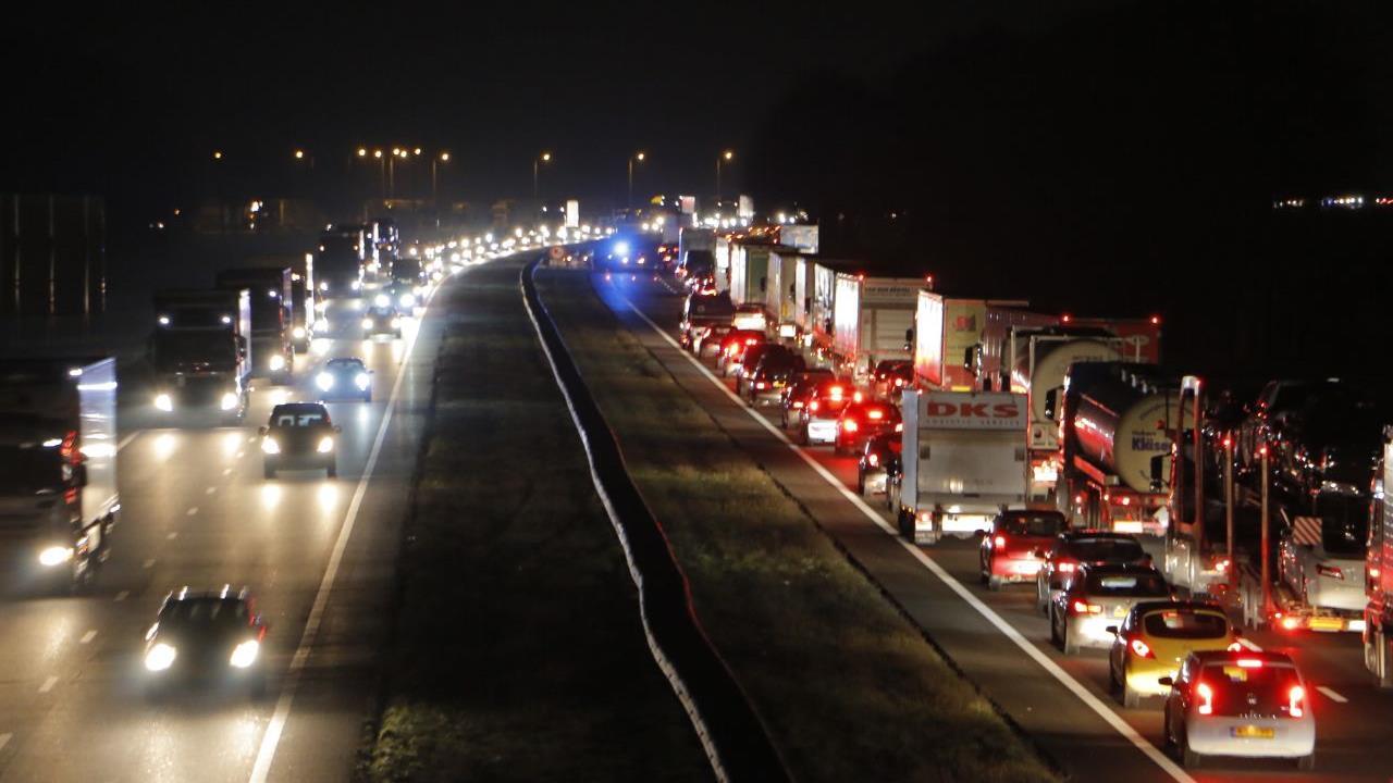 Ongeluk op A1 zorgt voor vertraging richting Deventer.