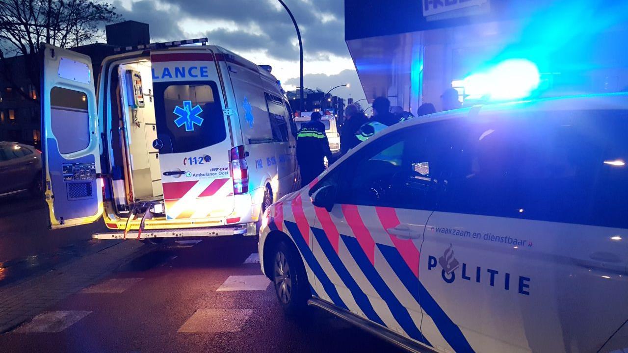 Fietsster gewond bij ongeluk met auto in Hengelo.