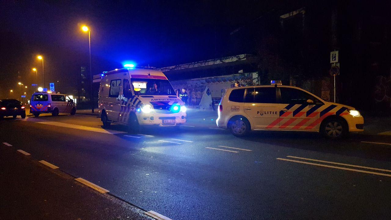 Voetganger gewond achtergelaten na aanrijding auto centrum Enschede.