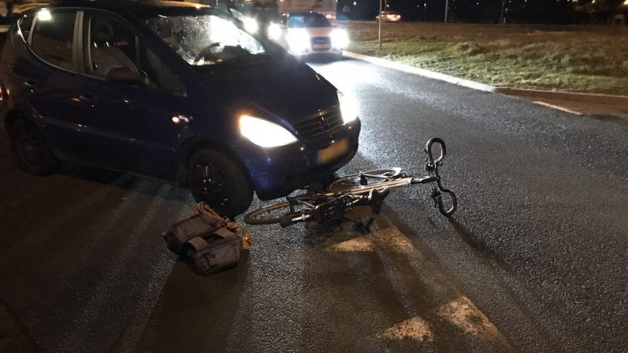 Fietsers aangereden in Wierden en Almelo, één fietser gewond.