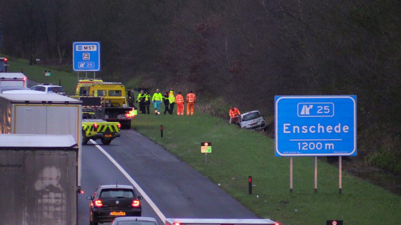 Lange file op A35 na eenzijdig ongeluk bij Enschede, ook problemen op A28.