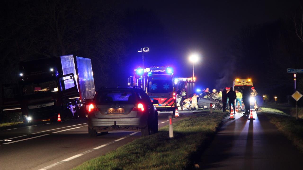 Gewonde bij botsing tussen twee auto's in Venray.