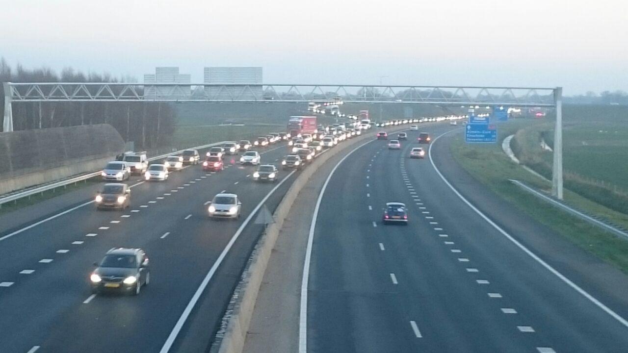 File op A35 tussen Almelo en Wierden na ongeval.