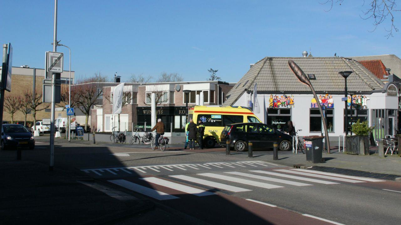 Fietsster gewond bij botsing met auto in Raalte.